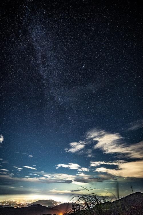 星空撮影の楽しさを今さらながら覚えた店長野田。 ペルセウス座流星群は終わったけど、夜の雲の状況次第では、自宅から車で20分の↑この場所へ出かけるつもり。