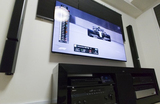 補強ないマンションの壁に、テレビとスピーカーを壁掛け。